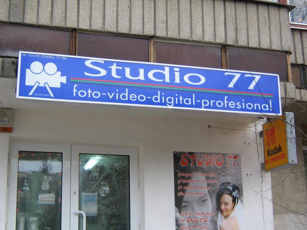 CASETE SI FIRME LUMINOASE Studio 77