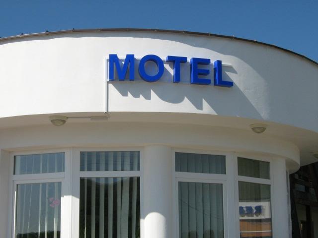 LITERE VOLUMETRICE LUMINOASE Motel
