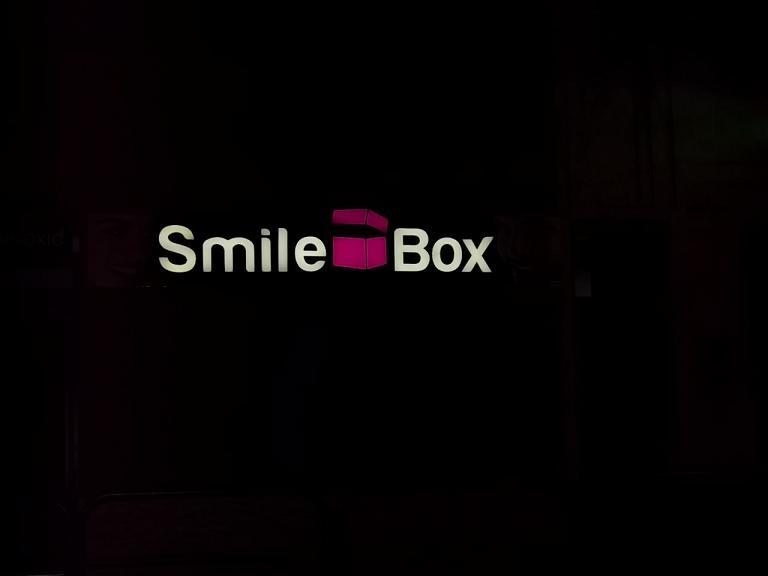 LITERE VOLUMETRICE LUMINOASE Smile Box (2)
